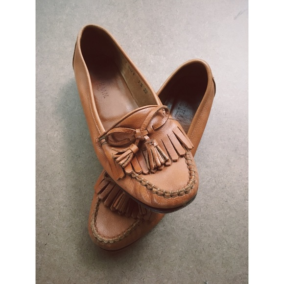 Vintage Womens Cole Haan Tasseled